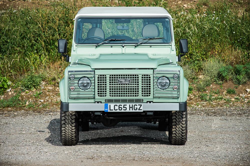 Мистер Бин выставил нааукцион свой Land Rover Defender— фото 768462