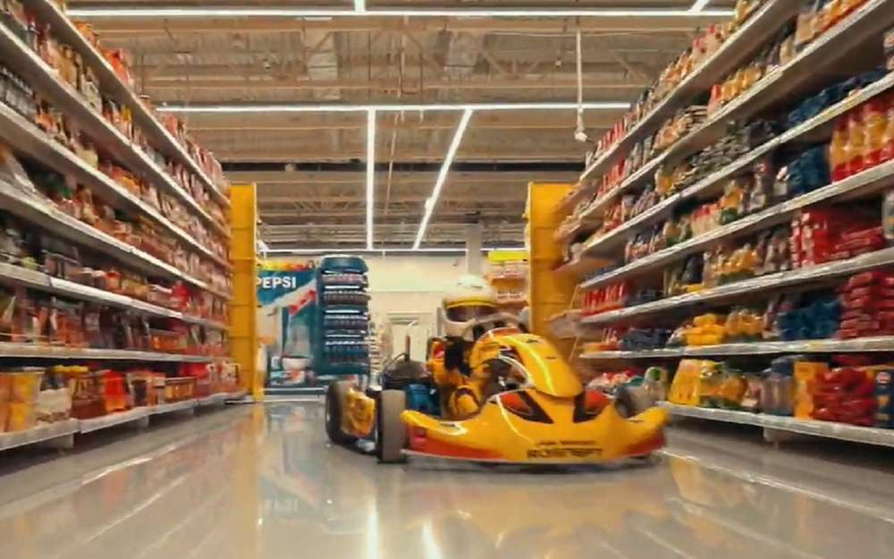 8-летний картингист «отжег» всупермаркете (видео)
