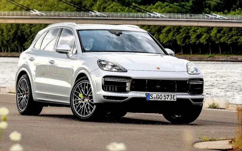Новому Porsche Cayenne Turbo Sневажно, что написано вПДД