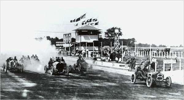 Первая гонка натреке вИндианаполисе (США)