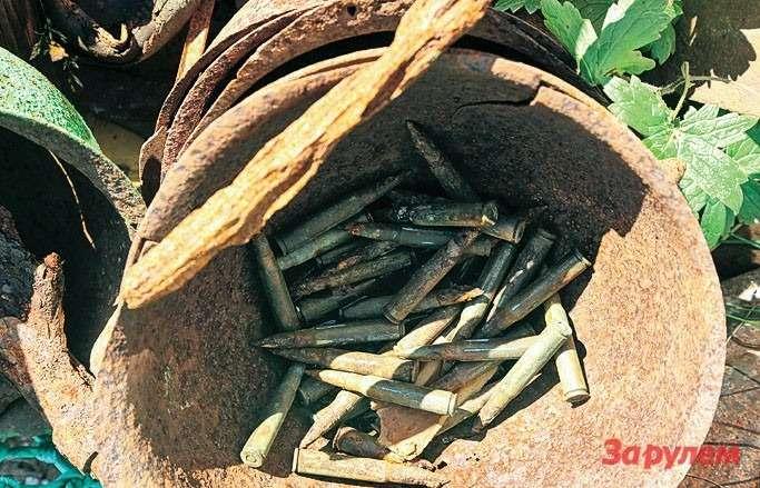 Мыне удержались ипопробовали зажечь порох израскисшего отвремени винтовочного патрона: горит как миленький!
