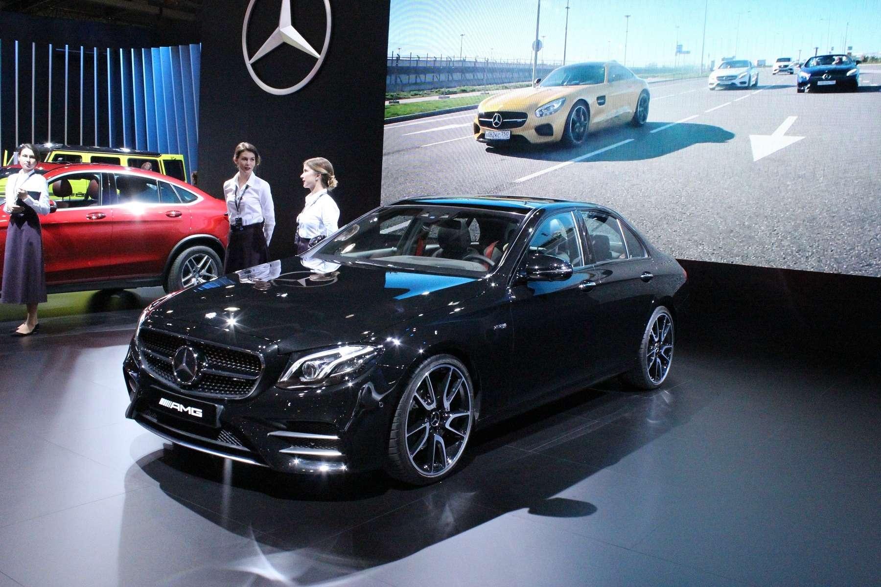 Стенд или шоу-рум: Mercedes-Benz E-класса ивсе-все— фото 624475