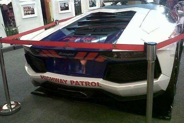 lamborghini-aventador-and-gallardo-become-police-cars-in-indonesia-medium_5