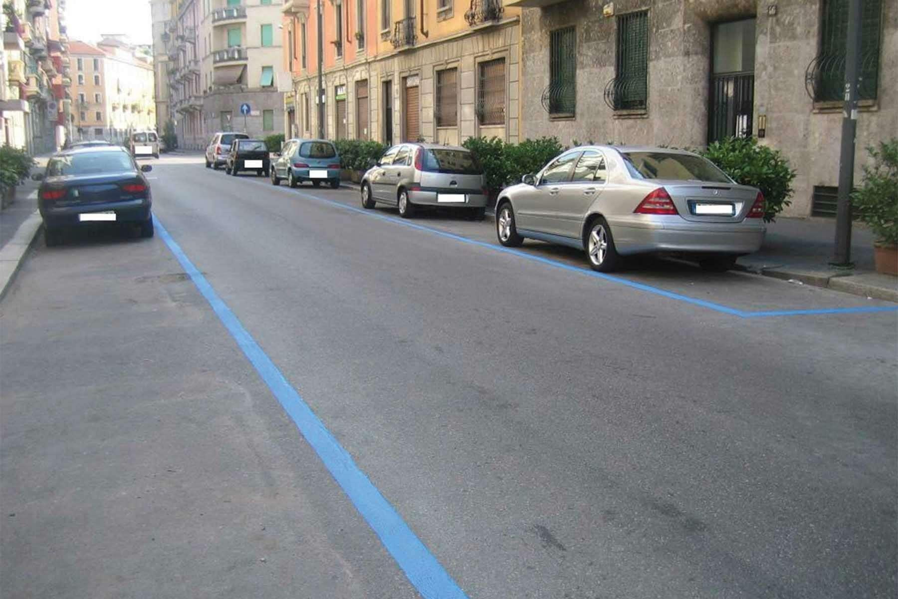 Москве предложили использовать новую, цветную дорожную разметку