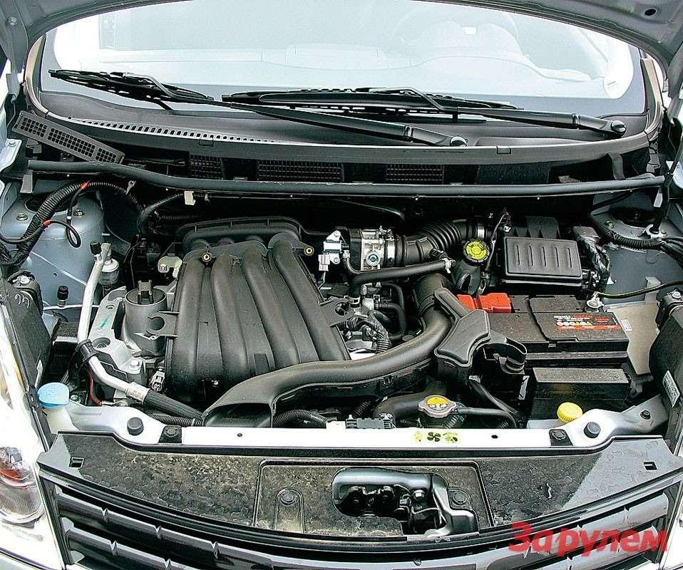 Самый популярный мотор— HR16DЕ объемом 1,6л. Привод ГРМ унего цепной— одной заботой меньше. Но, случись менять свечи, нерад будешь: надо демонтировать дроссельный узел ивпускной коллектор.