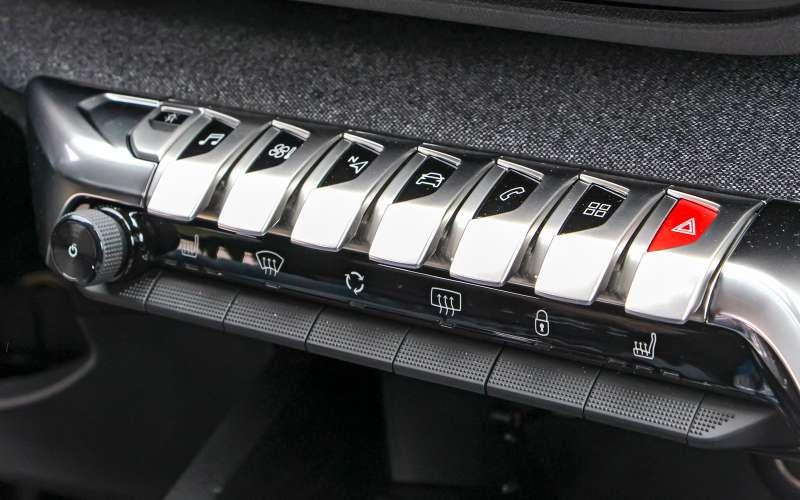 Новый Peugeot 5008: всемером попаркету