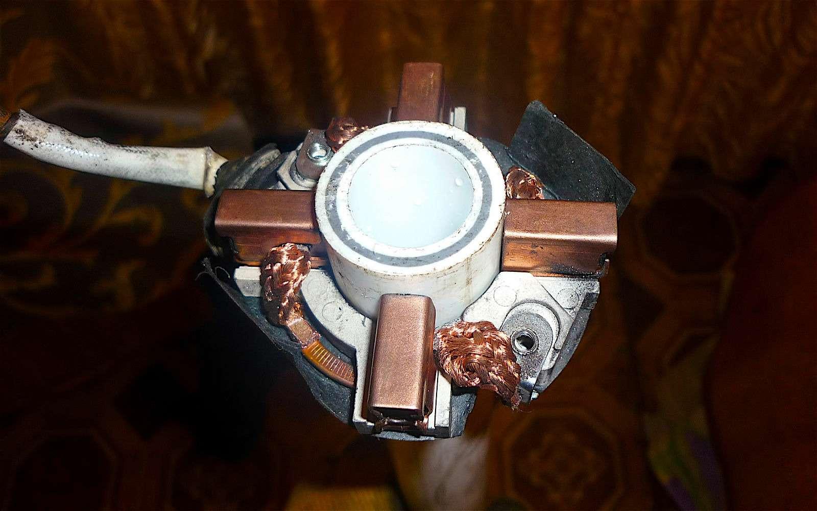 Советы бывалых: избавляемся оттечи избачка омывателя истоек— фото 593076