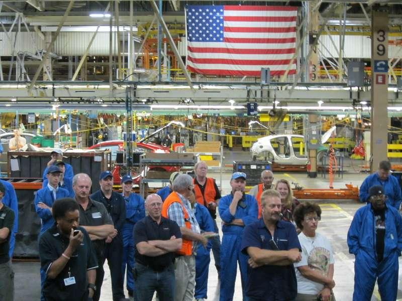 gm-employees-american-flag-detroit-hamtramck-plantjpg-177c6d8146347677