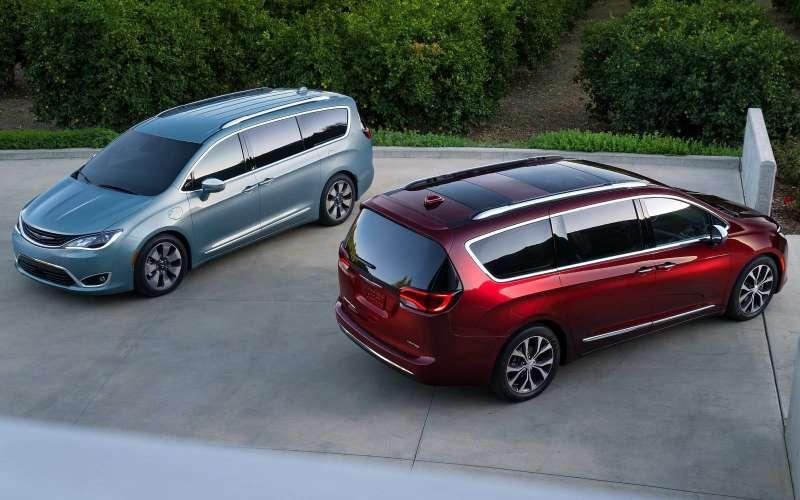 Стоимость минивэна Chrysler Pacifica стартует от3 899 000 руб.