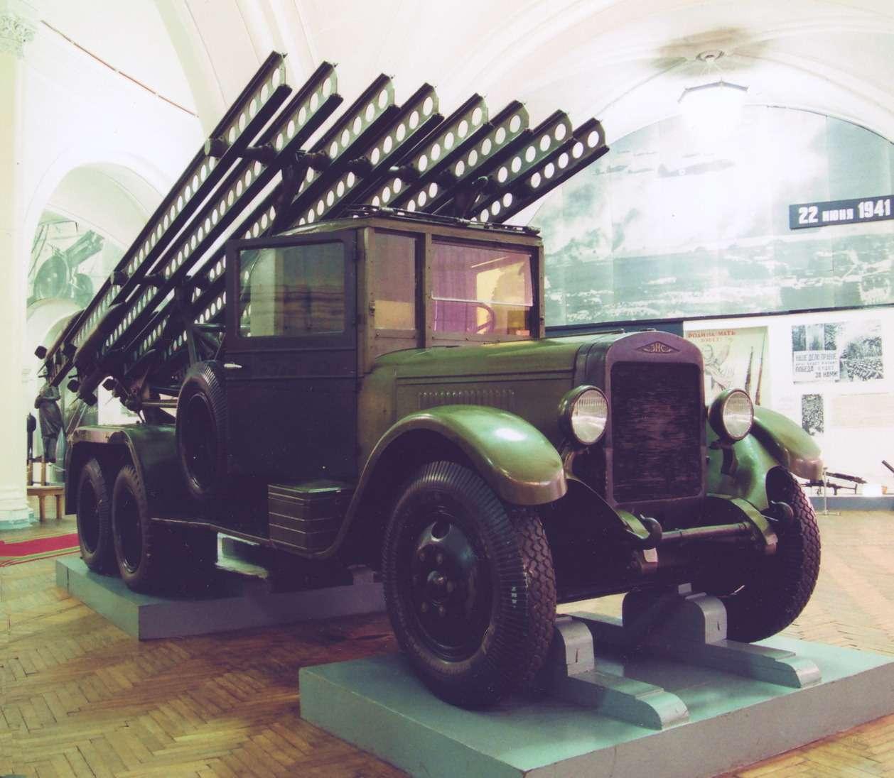 Реактивный миномет БМ-13на шасси грузовика ЗиС-6в экспозиции Военно-исторического музея артиллерии, инженерных войск ивойск связи Санкт-Петербурга— единственная дошедшая донаших дней впервоначальном виде «Катюша». Два других образца реактивных установок времен Великой отечественной войны вмузее базируются намуляжах.
