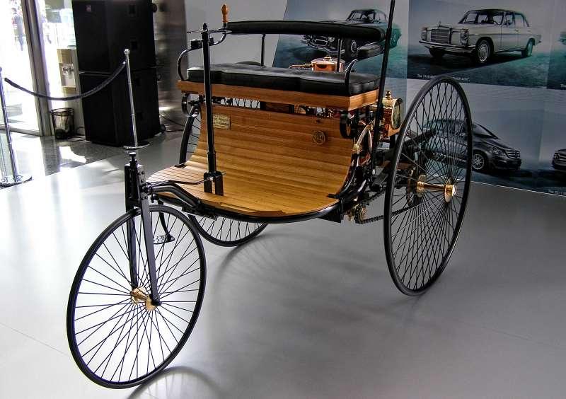Первый вмире серийный автомобиль сДВС Карла Бенца
