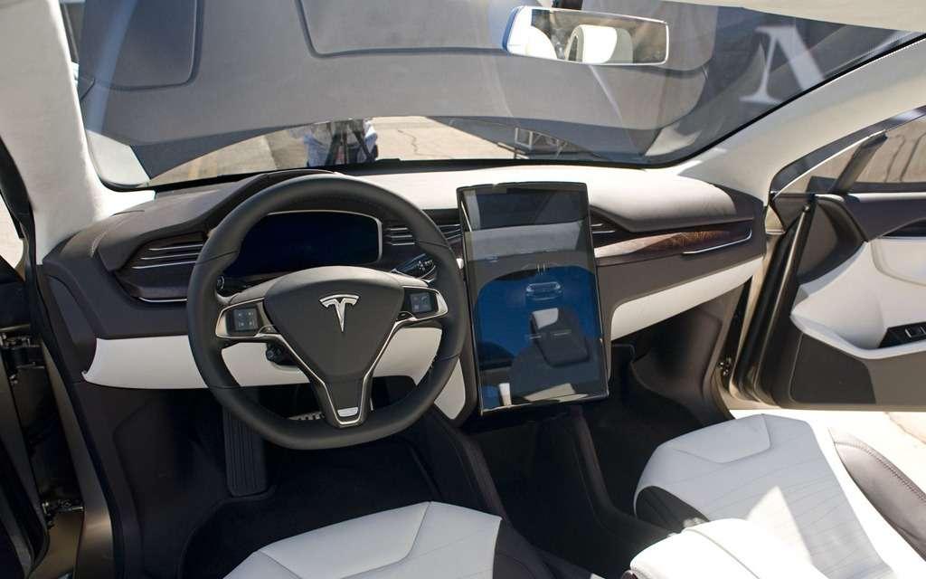 201202101038_model_x_interior