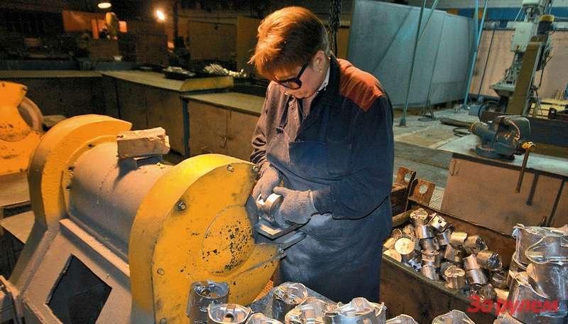 Излитейного цеха заготовки длядвигателей попадают вцех механической обработки, где убирают все лишнее