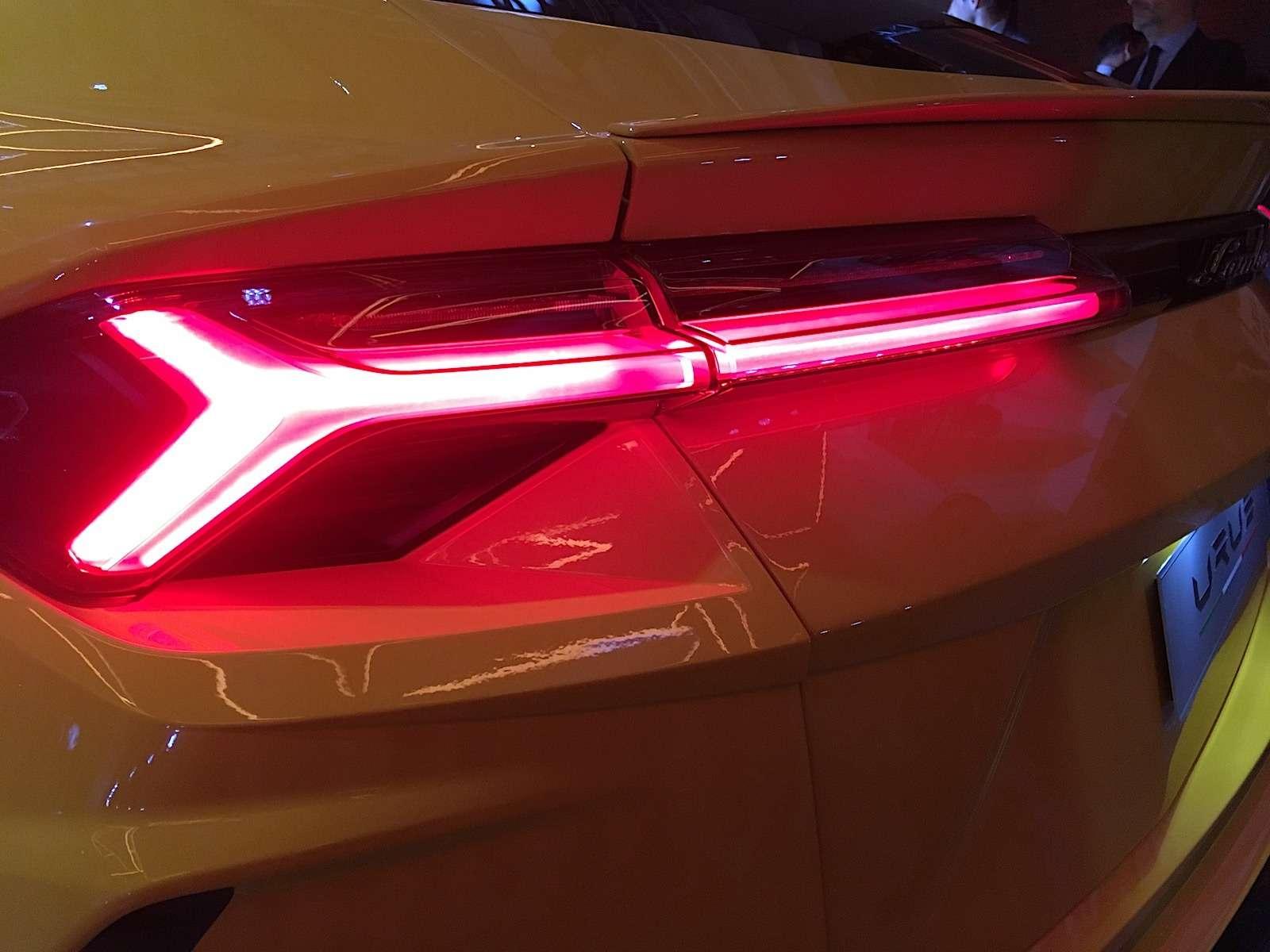 Lamborghini привезла вРоссию автомобиль, который небоится «лежачих полицейских»— фото 845493