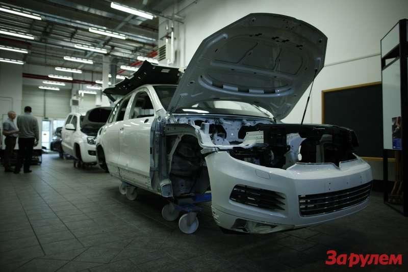 VWTouareg изучается специалистами Land Rover