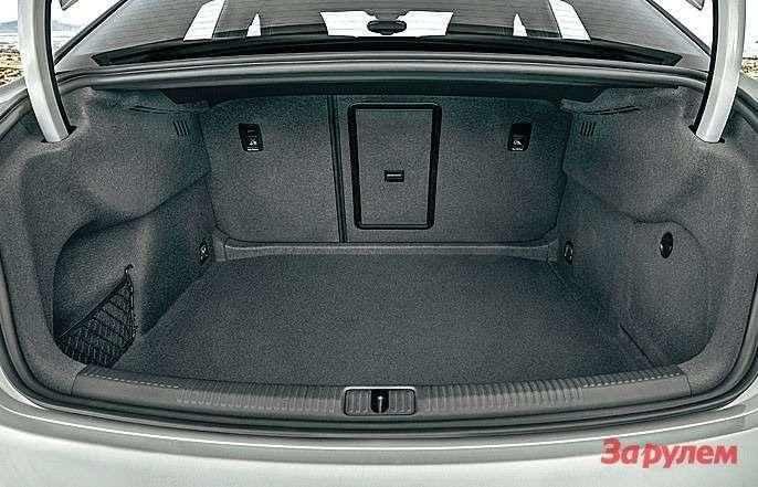 Багажник отменно спланирован, однако его вместимость далека отчемпионской.