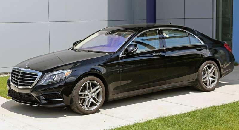 Автомобилистки-москвички предпочитают авто черного цвета