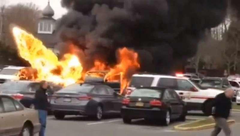 Водитель чуть несгорел вавтомобиле, борясь склопами