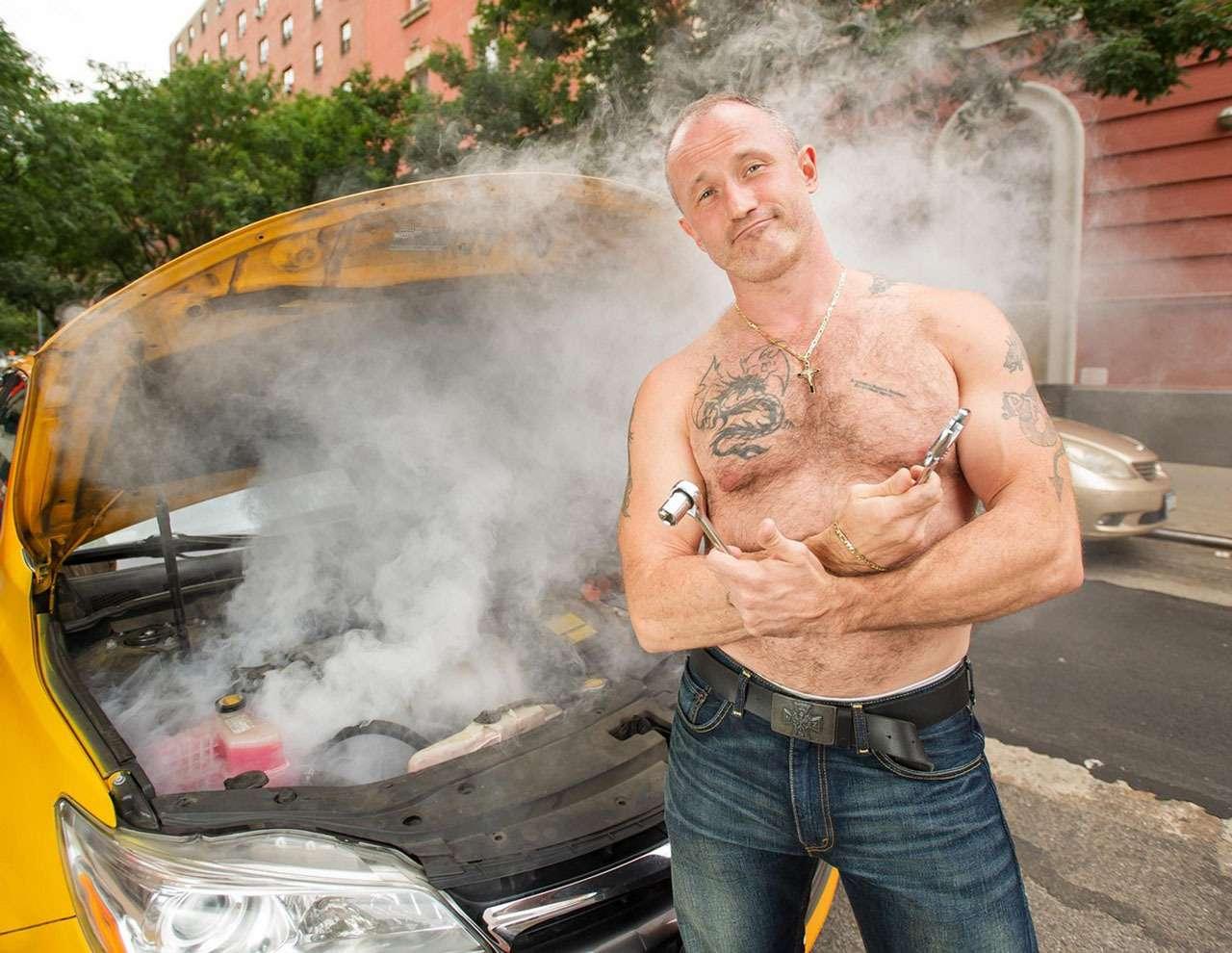 В автокалендарях не только девушки— мужчины тоже!— фото 1011983