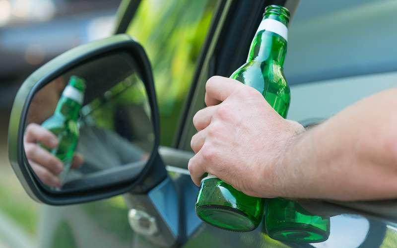 Самые популярные разводки ДПС: пиво взапаркованном автомобиле