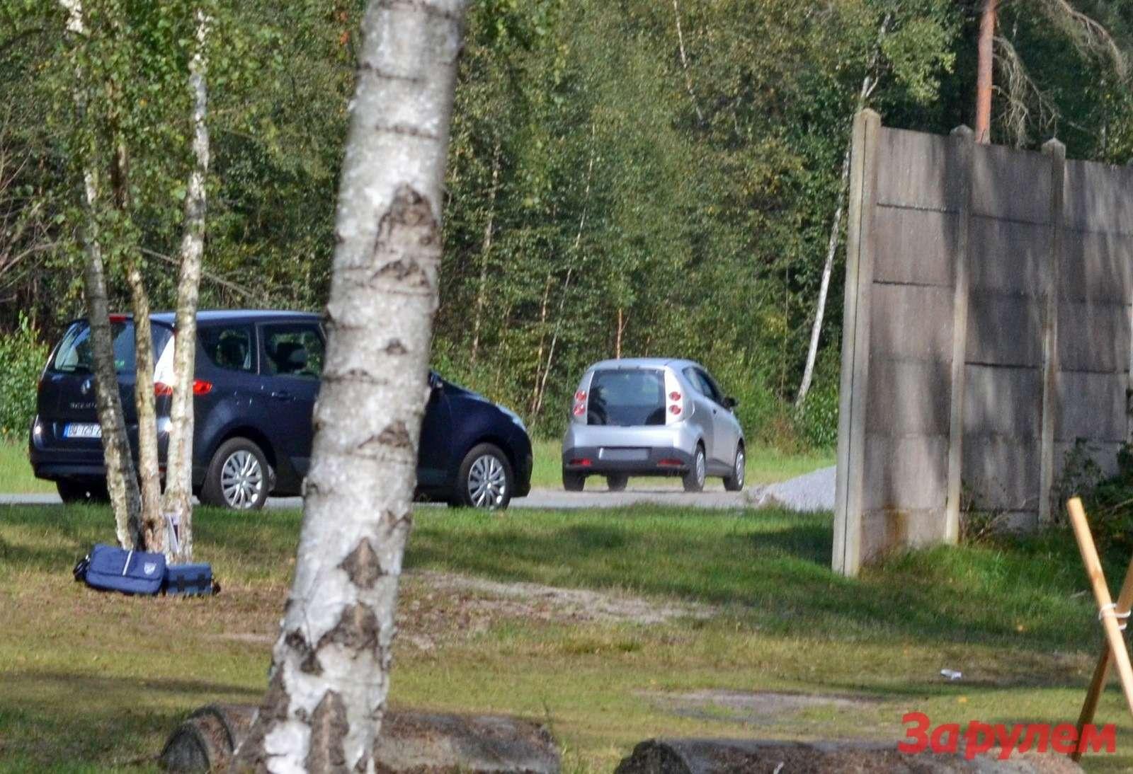 Пока мытестировали Koleos наполигоне Renault проходил испытания неизвестный прототип