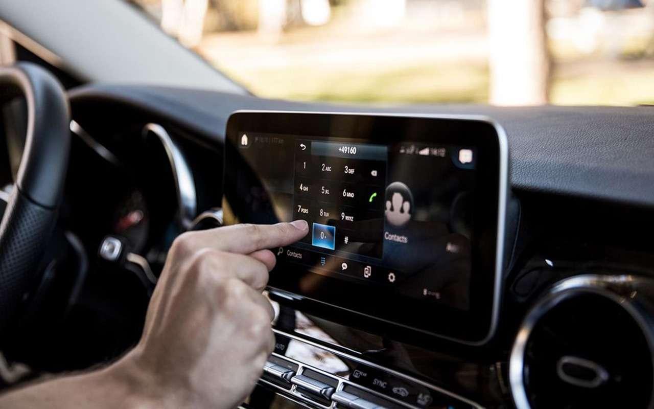 Автодом Mercedes-Benz выполняет команду: «Эй, Мерседес!»— фото 1019280