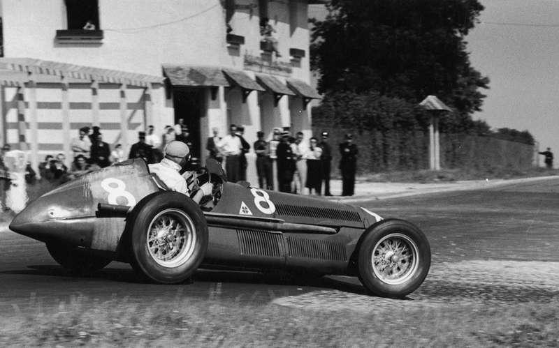 Эмилио Фарина наAlfa Romeo 158на Гран При Бельгии вСпа в1950 году, где онпришел четвертым. Этот вариант 158-й развивал уже 350 л.с.