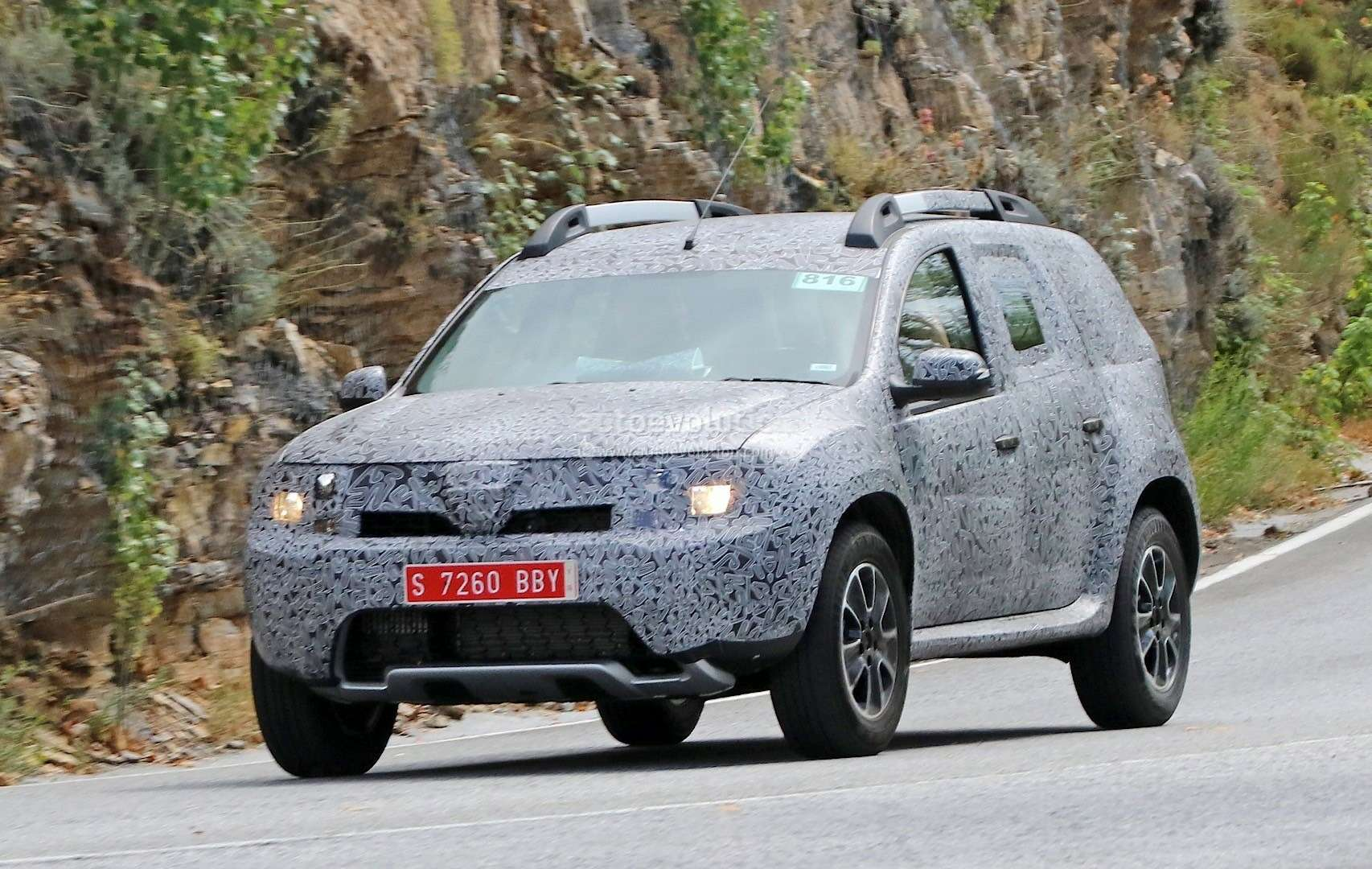 all-new-dacia-duster-caught-in-first-spyshots-plus-dacia-novelties-for-frankfurt-photo-gallery_4