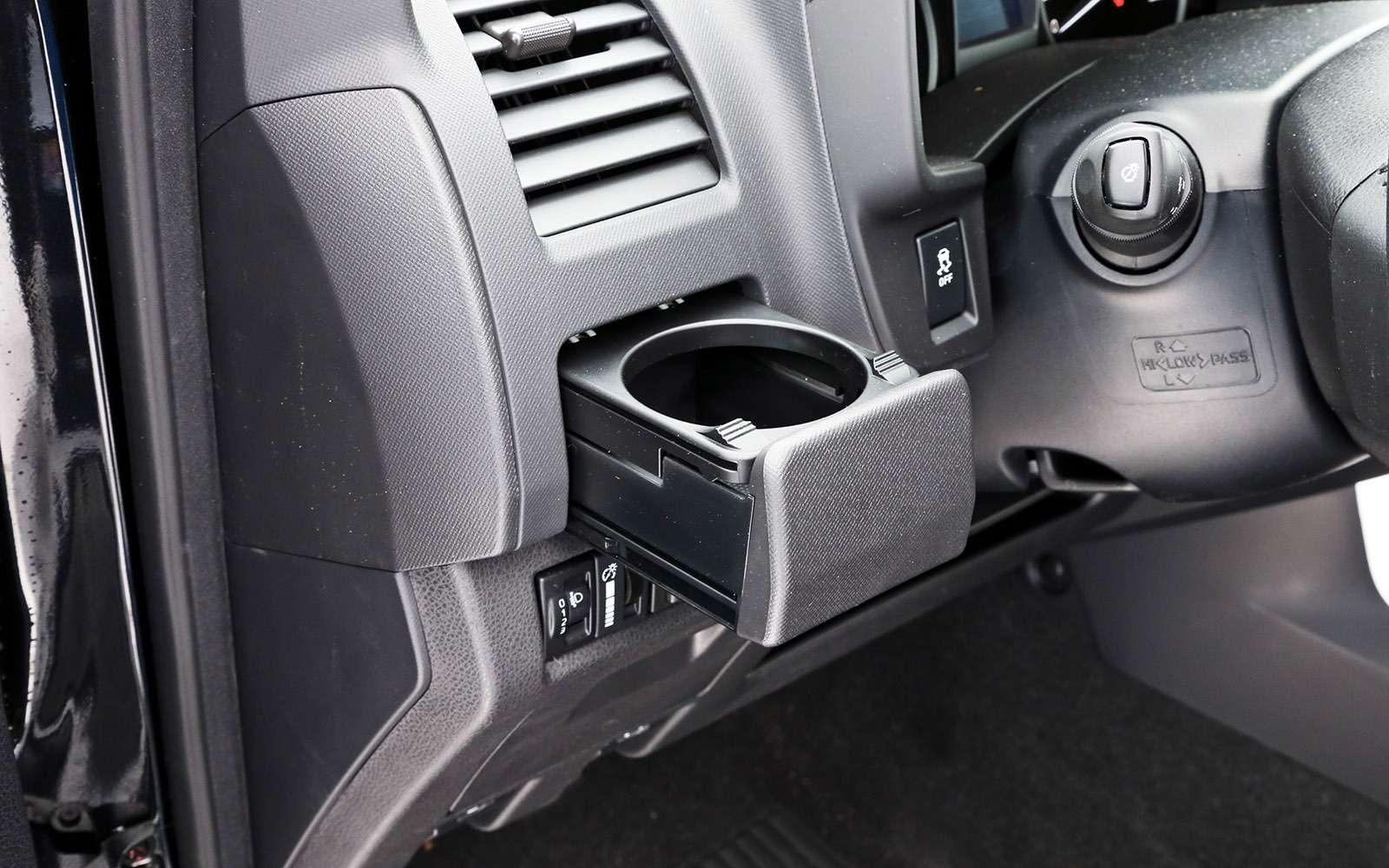 Пикапы Isuzu D-Max, Mitsubishi L200и Toyota Hilux: на«обортаж»!— фото 698421