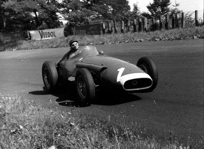Maserati 250F, накотором Фанхио стал чемпионом впятый раз. Конструктор машины Джулио Альфьери. 4августа 1957 года наГран При Нюрбургринга Фанхио потерял 45с напит-стопе из-за заклинившей гайки крепления колеса. Иза7кругов успел нагнать иобойти Ferrari Хоторна иКоллинза. «Яникогда негнал так быстро, ивряд ли когда-либо смогу повторить это»,— сказал Фанхио репортерам.Фото: www.newspress.co.uk.