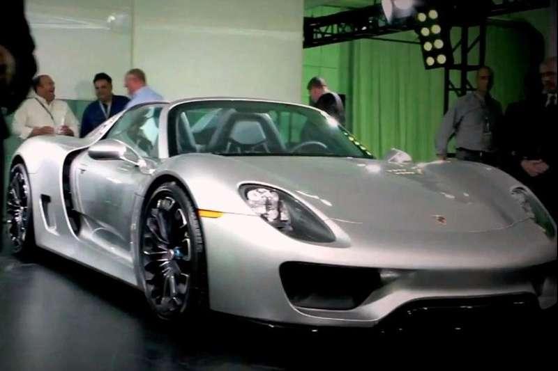 Series production Porsche 918 Spyder side-front view_no_copyright