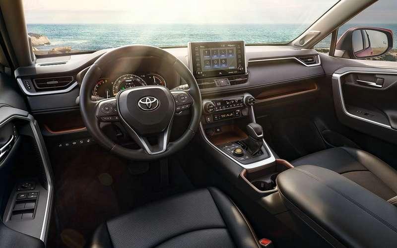 Новый Toyota RAV4 получил богатое оснащение