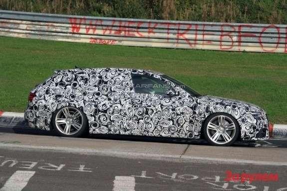Audi RS4 Avant side view