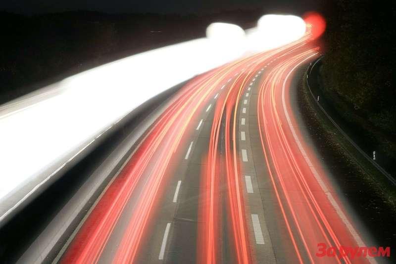 201004201752_nachtautobahn