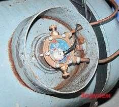 У мультиклапана два вентиля:   заправочный ирасходный