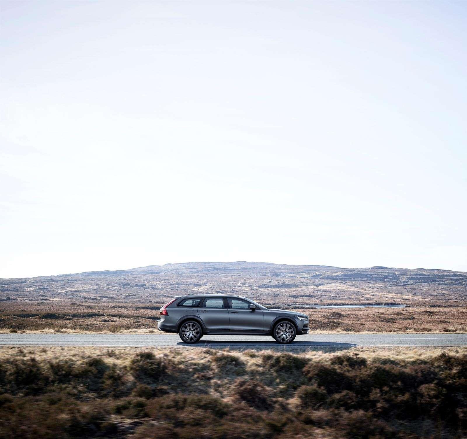 Volvo V90 Cross Country: старт российских продаж ирублевые цены— фото 674595
