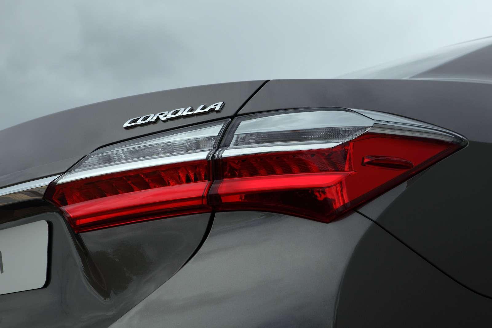 Toyota представила обновленный седан Corolla— фото 599029