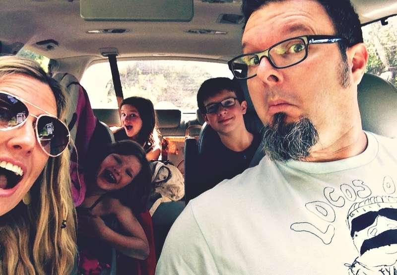 Селфи семьи вмашине