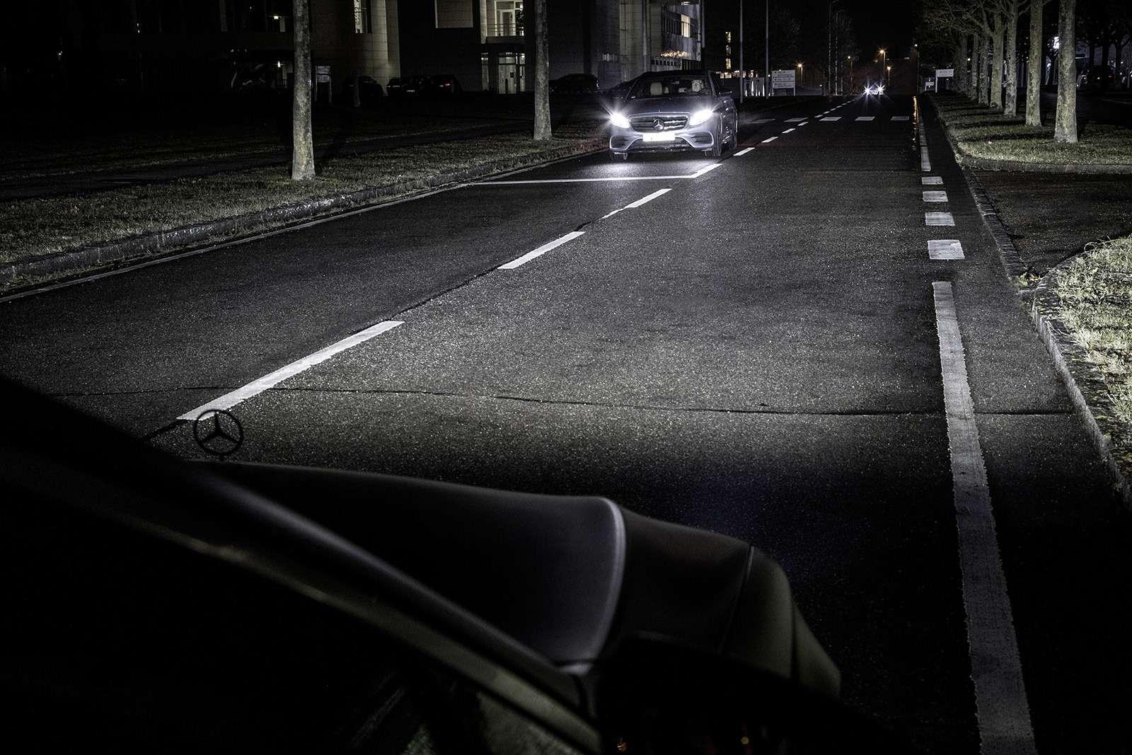 «Ярисую наасфальте»: Mercedes-Maybach представил уникальные фары— фото 851489