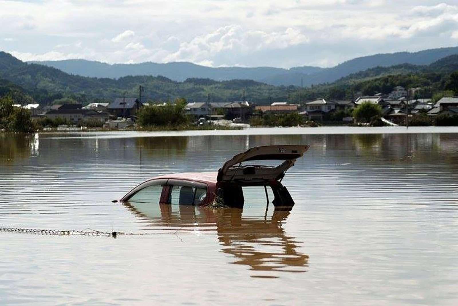 Наводнение вЯпонии: тысячи утопленных машин. Ждем ихвРоссии?— фото 886649
