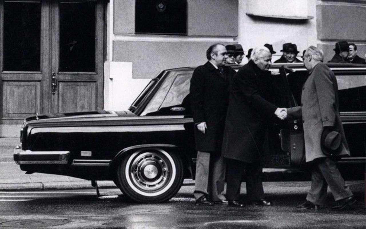 ЗИЛ-4104: лимузин четырех генсеков— фото 1239308