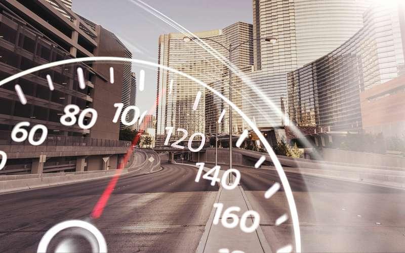 Эксперты считают, что допустимую скорость на дорогах можно увеличить до 160 км/час