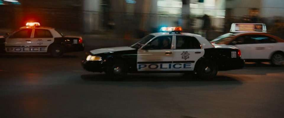 Легенда полиции икино Ford Crown Victoria уходит напокой— фото 792797