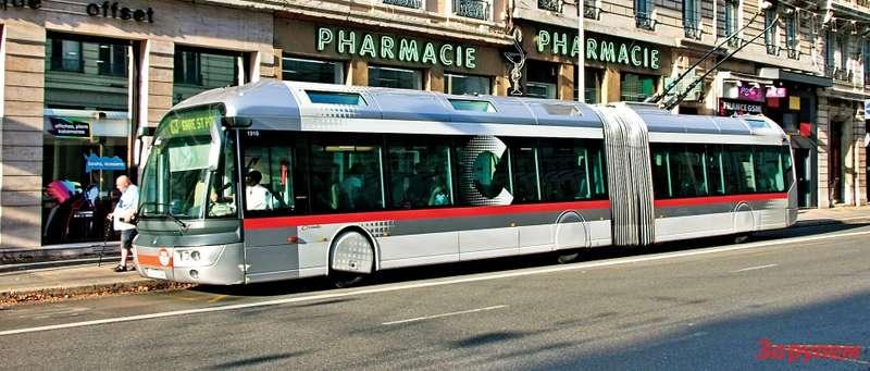 Стильный троллейбус Cristalis фирмы Irisbus автор сфотографировал вЛионе— одном изшести троллейбусных городов Франции. Кроме футуристического дизайна, его отличает применение мотор-колес. Довольно редкое пока решение позволяет очень низко опустить пол. Плата затехнический прогресс— более высокая цена машины, сложность обслуживания именьший КПД.