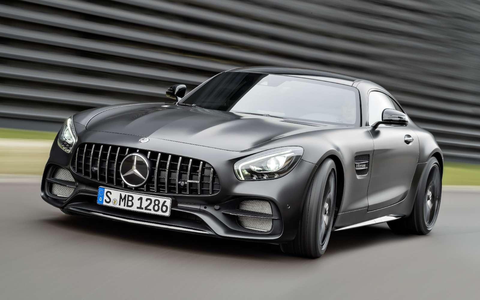 Спорткары Mercedes-AMG GTполучили вчесть юбилея новые «зубы»— фото 690879