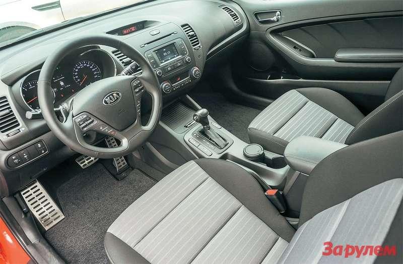 KiaCerato Koup Интерьером купе «Церато» неотличается отседана, разве что двери стали массивнее иихосталось только две.