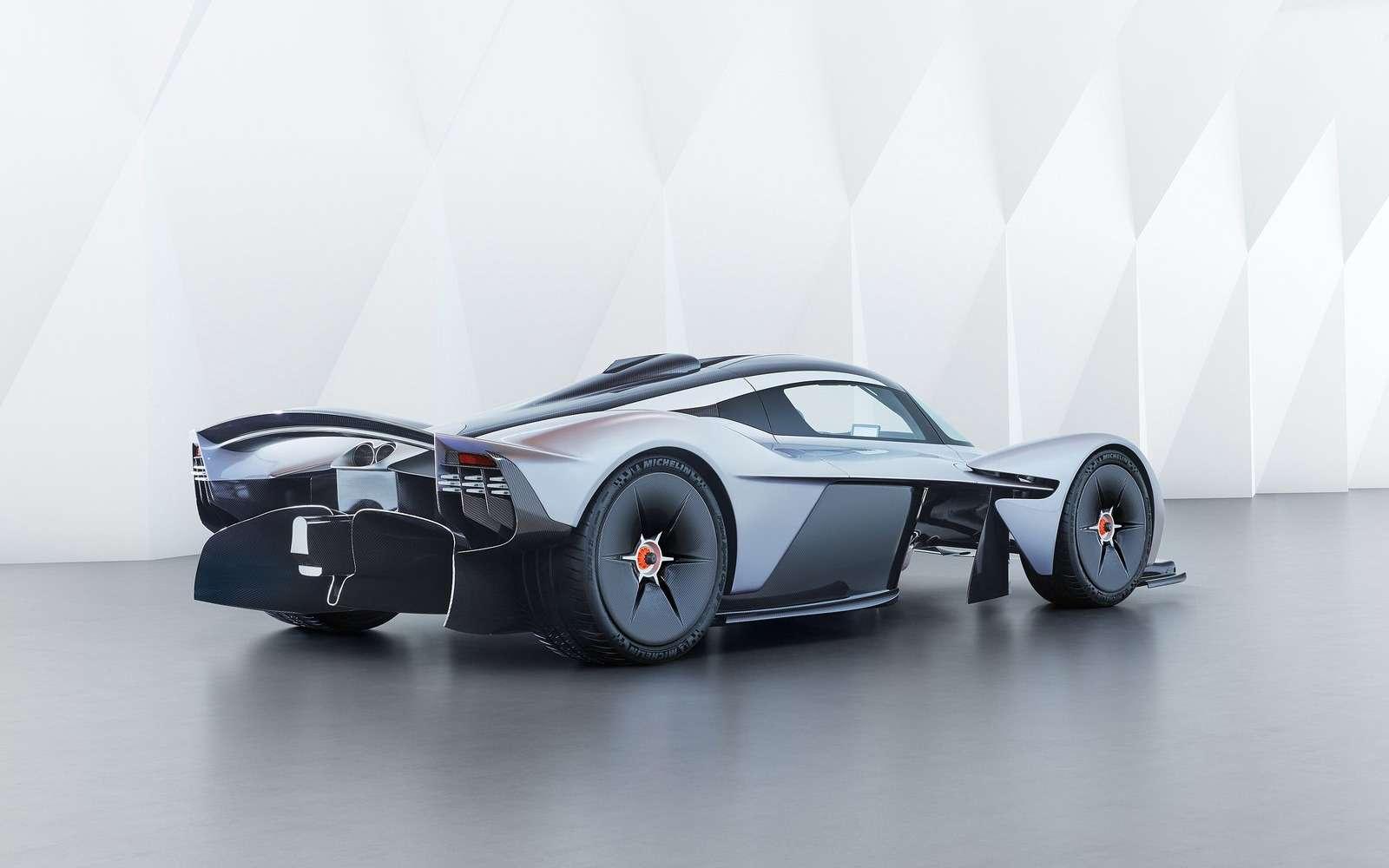 2 секунды досотни— Mercedes-AMG Project ONE против Aston Martin Valkyrie— фото 805567