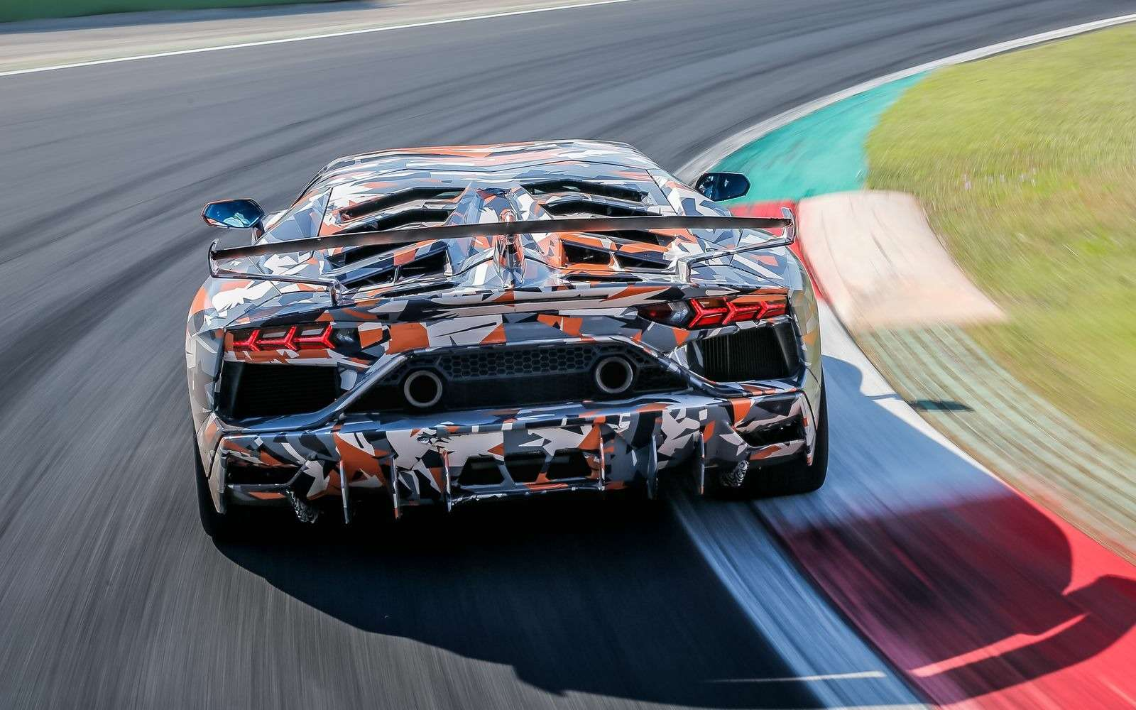 Lamborghini установила новый рекорд Нюрбургринга длясерийных машин— фото 890782