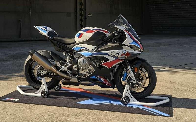 BMW показала 212-сильный супербайк BMW M1000RR
