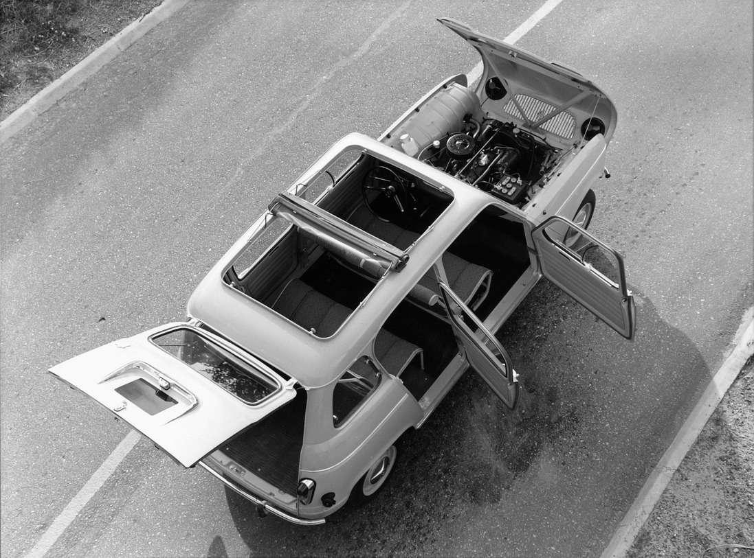 Renault R4во всей красе. Капот откидывается «по-модному» вперед вместе соблицовкой, вкрыше— двойной матерчатый люк «pare-soleil», сиденья— натрубчатом каркасе